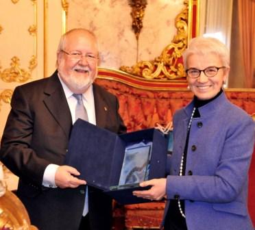 Salvador Esteve, Presidente della Deputazione di Barcellona, e Beatrice Draghetti, Presidente della Provincia di Bologna